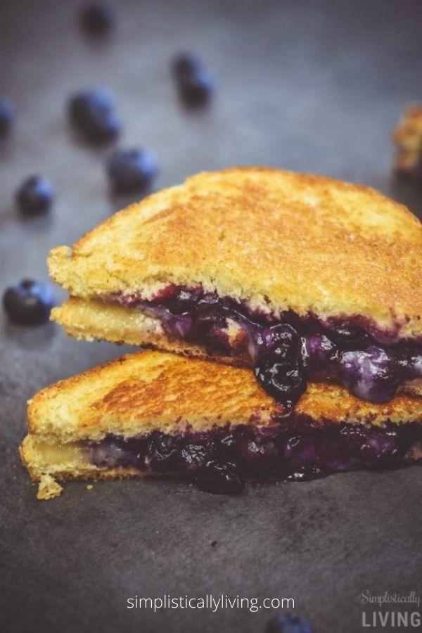 BLUEBERRY GRILLED CHEESE SANDWICH
